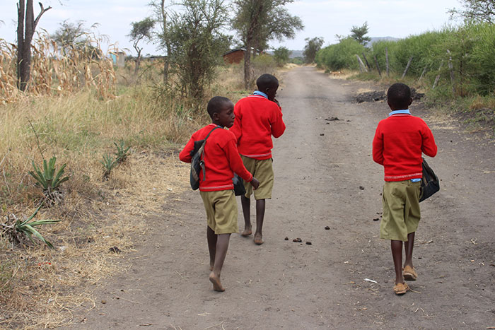 The-Kenyan-Child-Foundation-AboutUs_2childrenwalking
